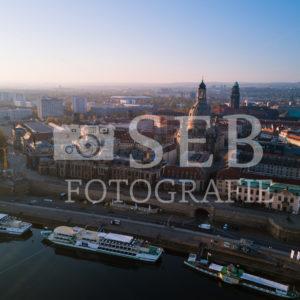 Dresden – Königsufer mit Silhouette der Altstadt - SEB Fotografie